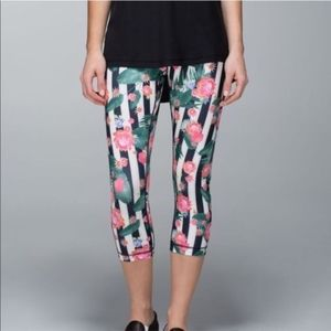 Lululemon Wunder Under Palm Play Floral Crops